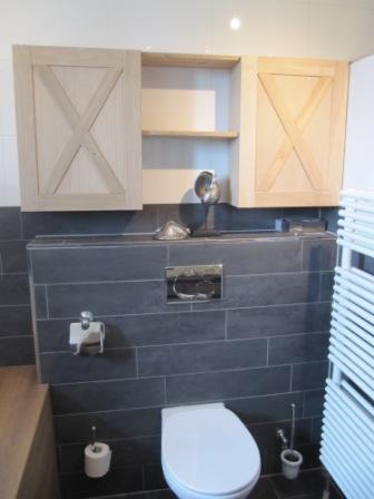 badkamer kastje in eiken