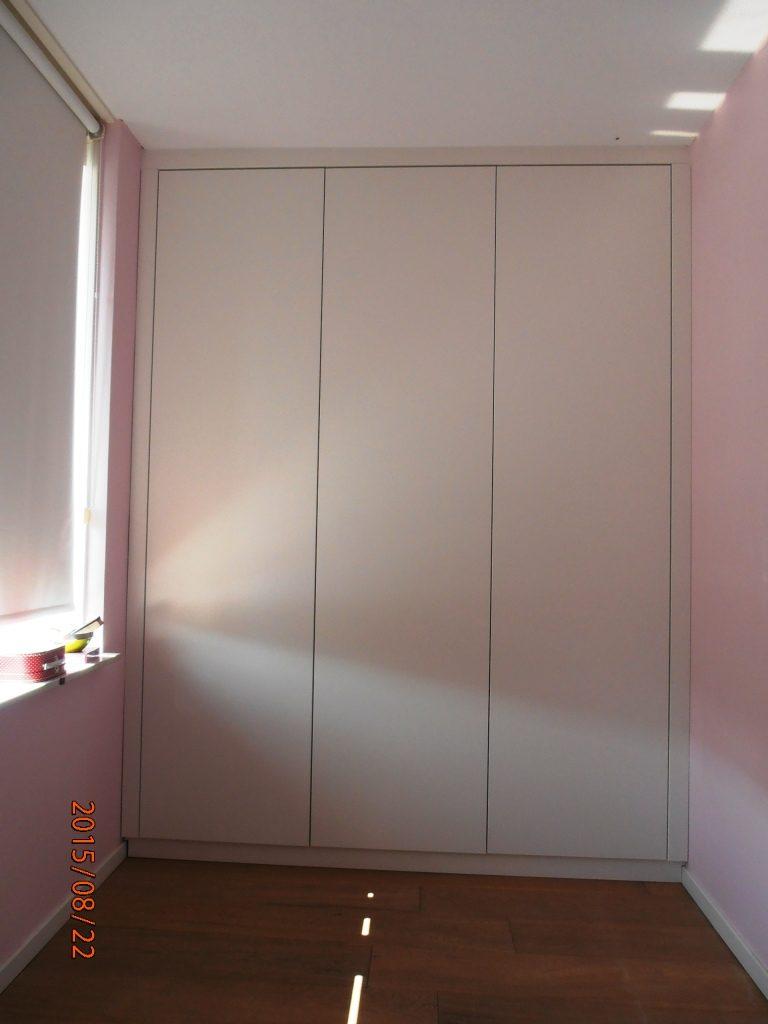 kledingkast-met-push-to-open-deuren