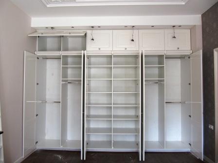 paneeldeurkast met trap en bovenkleppen (2)