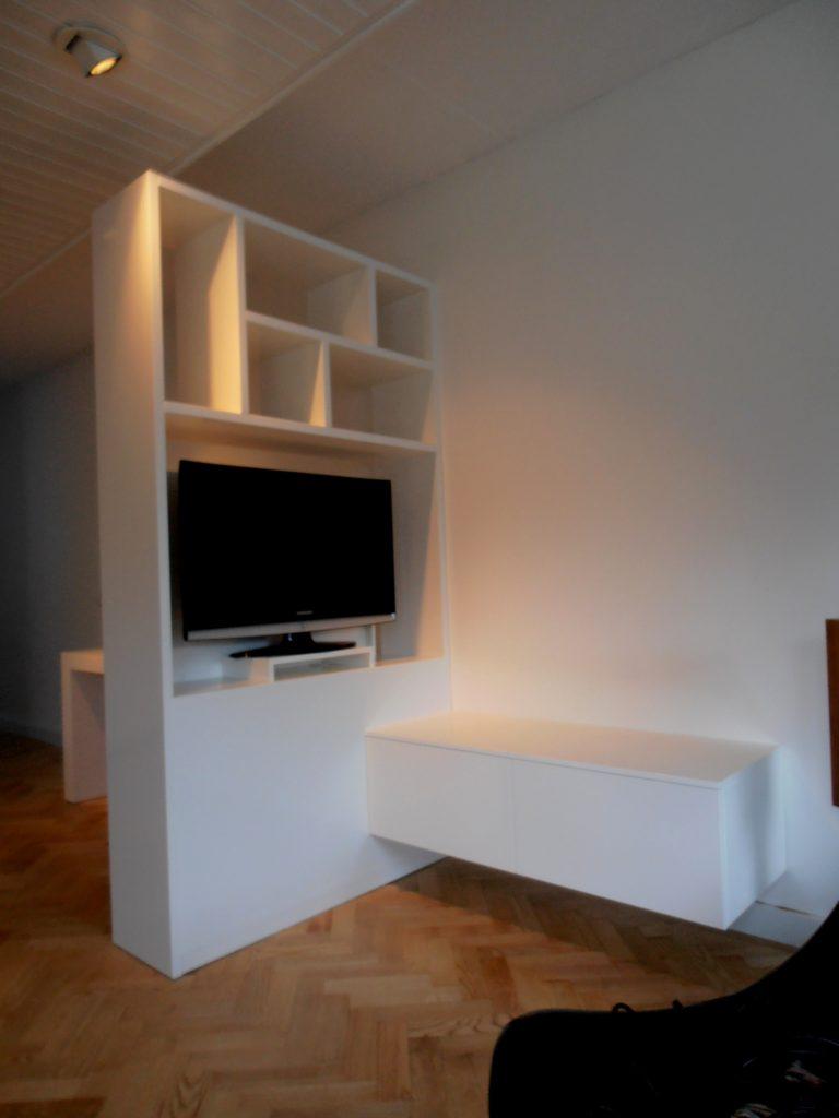 roomdivider-met-zwevend-dressoir
