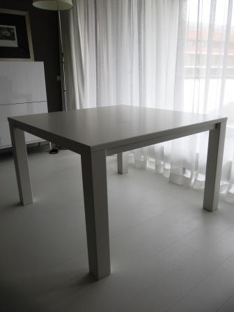 vierkante tafel van MDF