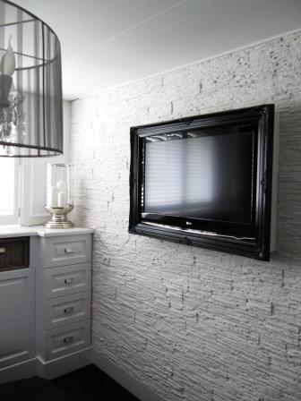 wandbekleding ook door ons verzorgt incl. lcd tv omlijsting