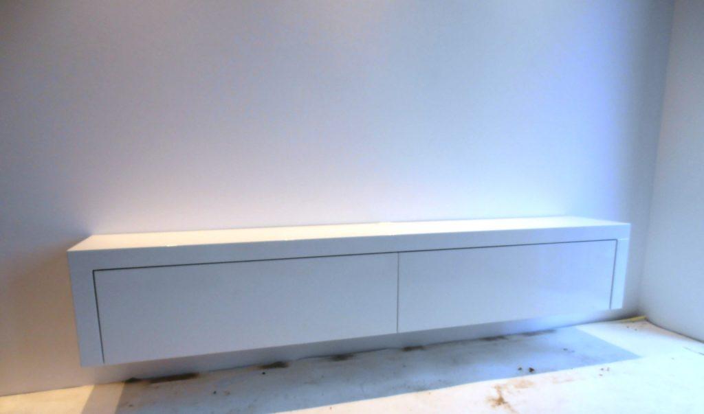 zwevend-tv-meubel-met-kleppen