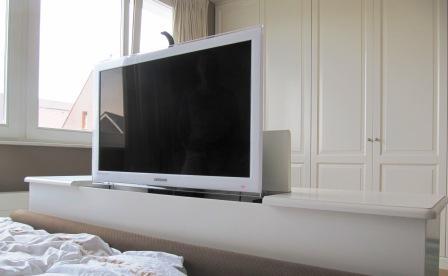 LCD TV kast met elektrische lift (2)
