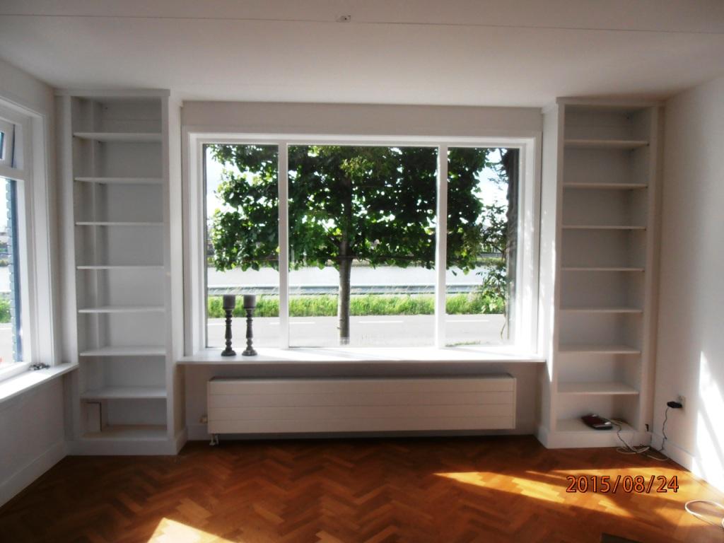 boekenkasten-rond-raam-2
