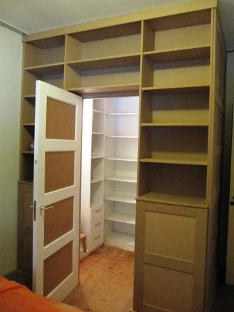 inloopkast met boekenkasten (2)