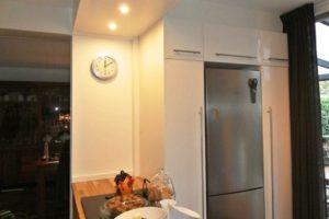 keuken uitbreiding met kasten en verlichtinskoof
