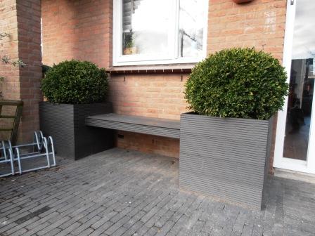 kunstof plantenbakken met zitplaats