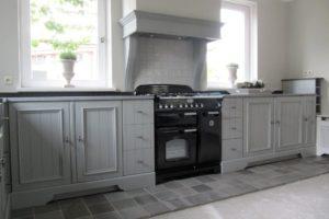 nieuwe keuken grijs gelakt