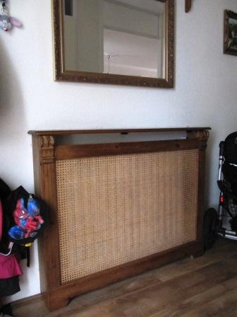 radiatorscherm met lattex en aangebouwde kasten (2)