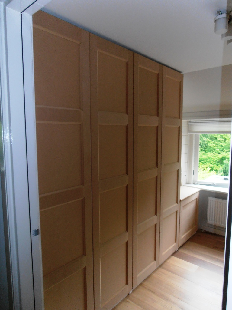 walk-in-closet-met-paneeldeuren-jaren-30
